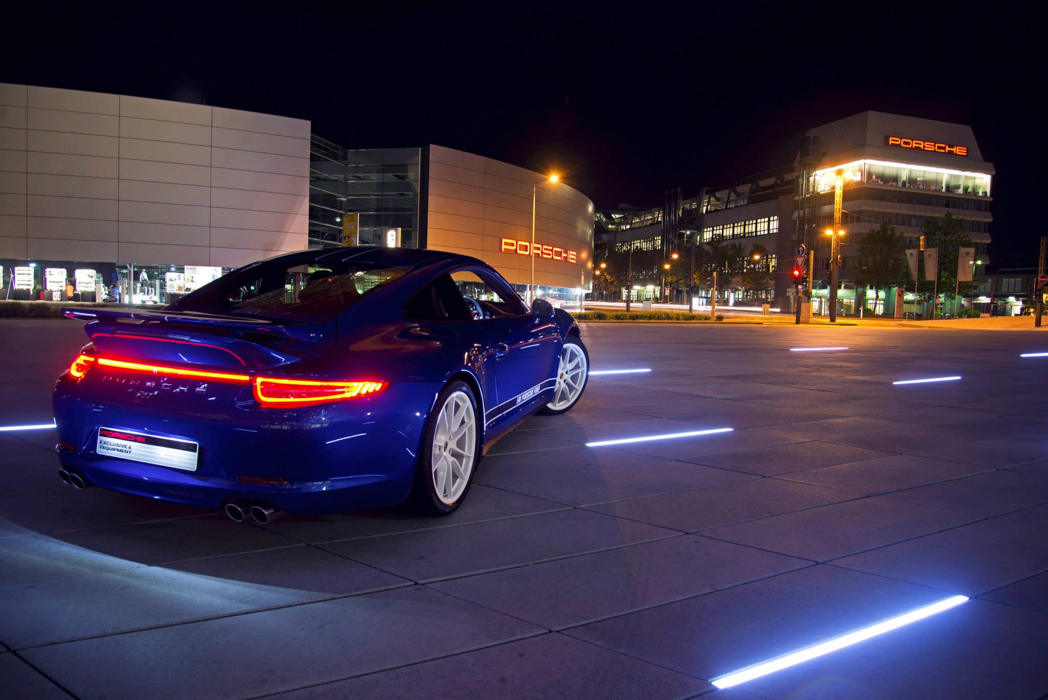 Porsche lets Facebook fans design a special edition 911 Carrera 4S ...