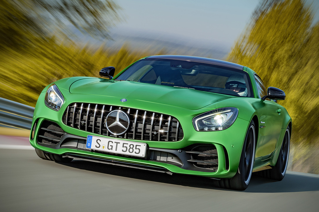 2018-Mercedes-AMG-GT-R-1