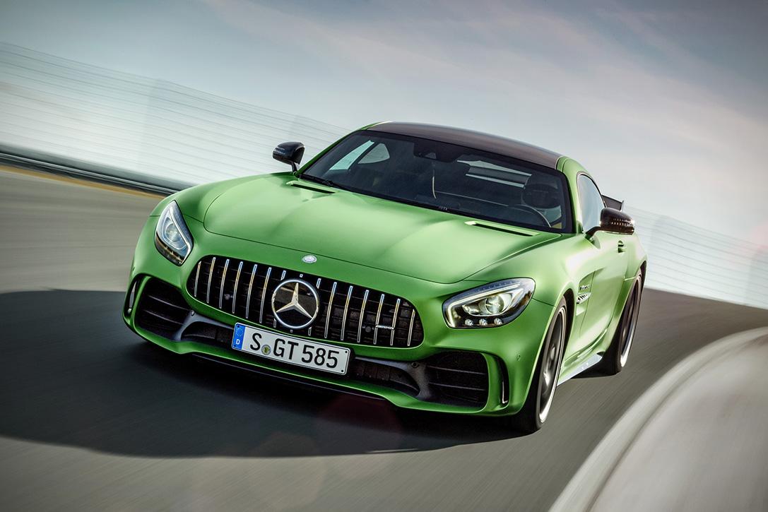 2018-Mercedes-AMG-GT-R-4