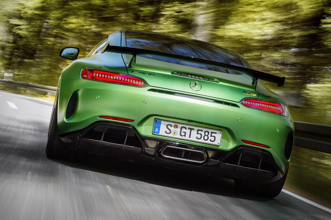 2018-Mercedes-AMG-GT-R-7