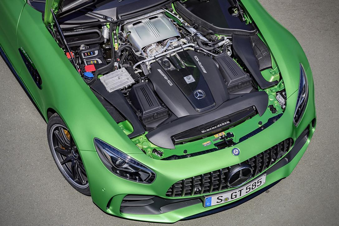 2018-Mercedes-AMG-GT-R-8