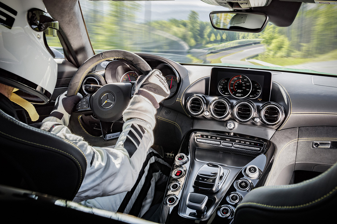 2018-Mercedes-AMG-GT-R-9